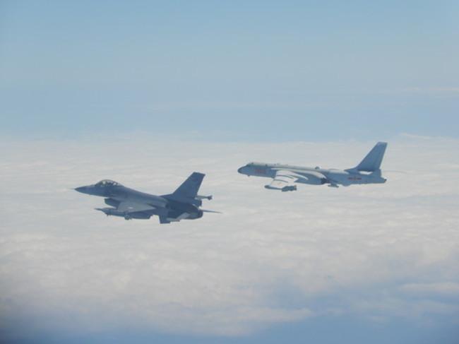 共機再度擾台!台灣F-16戰機掛彈升空監控 | 華視新聞
