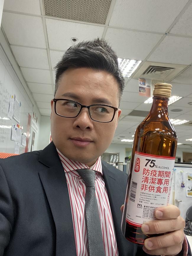 《愛的迫降》台灣版女主角登華視八點檔  主播黃柏齡買新車防疫 | 華視新聞