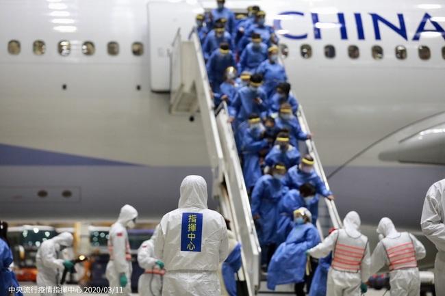 包機乘客37.1℃被中方要求下機?指揮中心:複檢未過 | 華視新聞