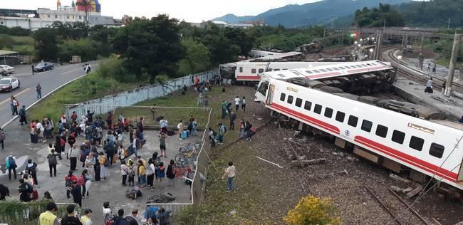 普悠瑪出軌翻覆事故 監察院糾正台鐵局交通部 | 華視新聞