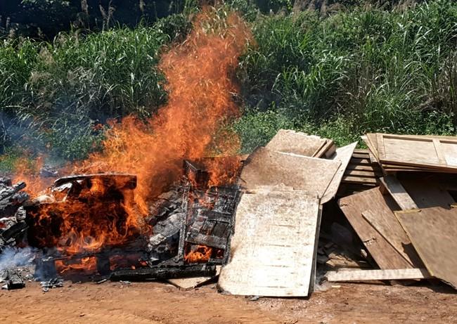 廠商非法燃燒廢棄物挨罰 為了滅火還出動消防隊 | 華視新聞