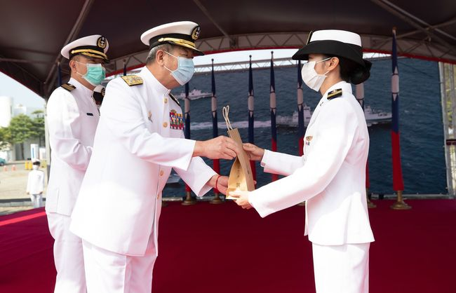 參謀總長3天前主持艦隊結訓典禮 即起自主健康管理14天 | 華視新聞