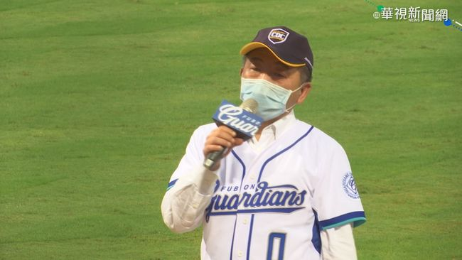 陳時中穿0號球衣看球 受訪籲團結抗疫 | 華視新聞