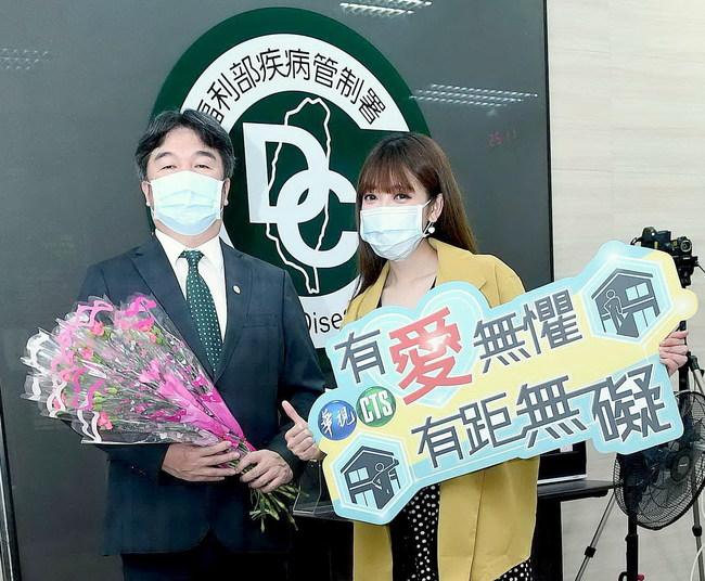 國際護師節華視募愛心 主播莊雨潔 朱培滋送花感謝醫護人員 | 華視新聞