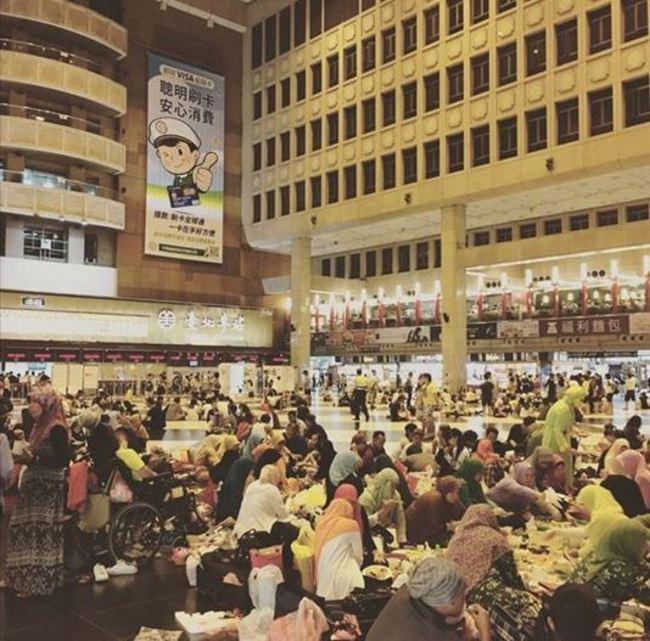 不滿「永久禁席地而坐」 網號召坐爆北車反挨轟 | 華視新聞