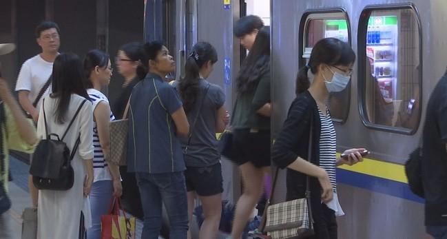雙鐵將開放站票? 陳時中:應「有限度」販售 | 華視新聞