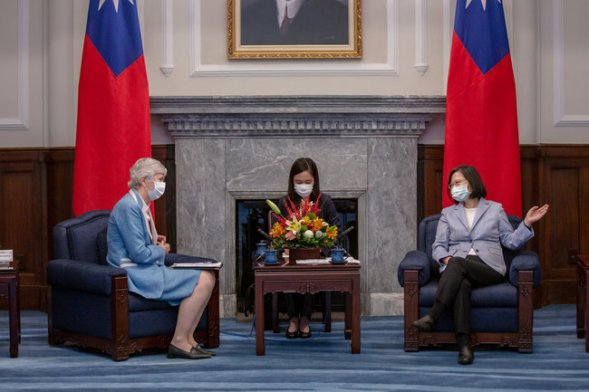 接見英國駐台代表 蔡英文盼台英「相挺香港人民」 | 華視新聞
