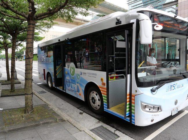 搶先進入5G世界!來這裡搭公車爽看8K影視 | 華視新聞
