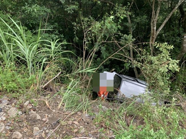 司馬庫斯休旅車墜邊坡卡樹 車上6人均救出3人傷   華視新聞