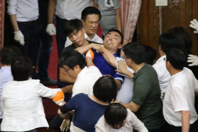 護洪孟楷! 國民黨團:民進黨慣以女性委員受傷轉移焦點 | 華視新聞