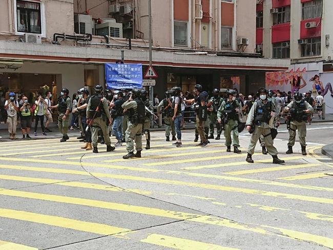 直播》港警逮超過70名示威者!2人違反港版國安法 | 華視新聞