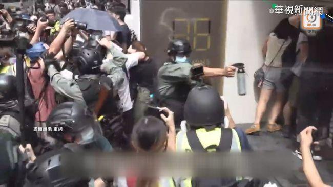 不畏國安法打壓 港七一示威370人遭逮   華視新聞