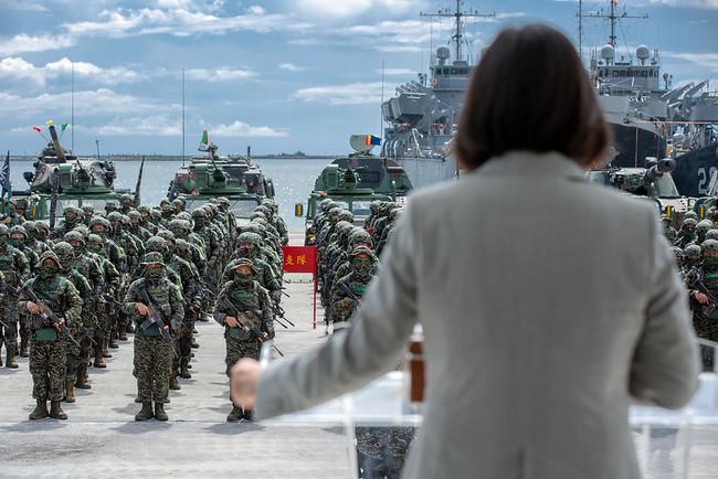 慰勉陸戰隊九九旅 蔡英文:我會和大家一起流汗打拚 | 華視新聞