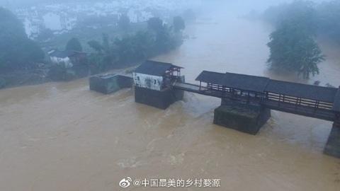 中國800年「彩虹橋」被沖塌 官方信心喊話:只是皮外傷