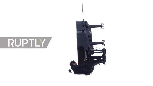 40公尺高空彈「垂直鋼琴」 瑞士音樂家:想顛覆規範 | 華視新聞
