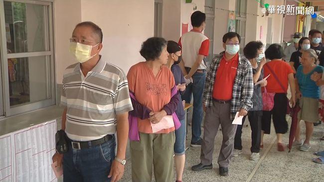 高市長補選 民眾一早排隊等候投票 | 華視新聞