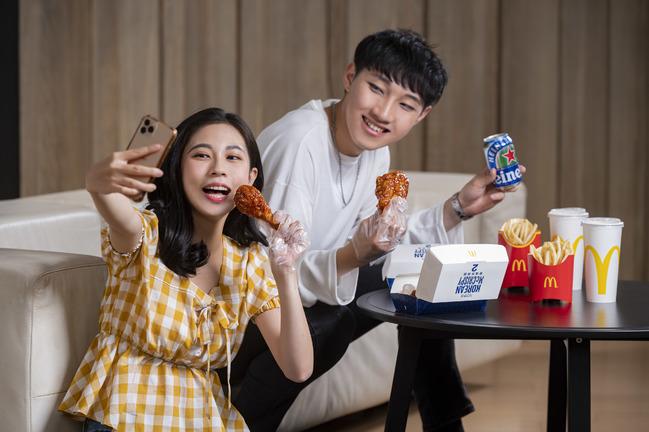 麥當勞「韓風炸鷄腿」登場!預訂餐點還請喝海尼根 | 華視新聞