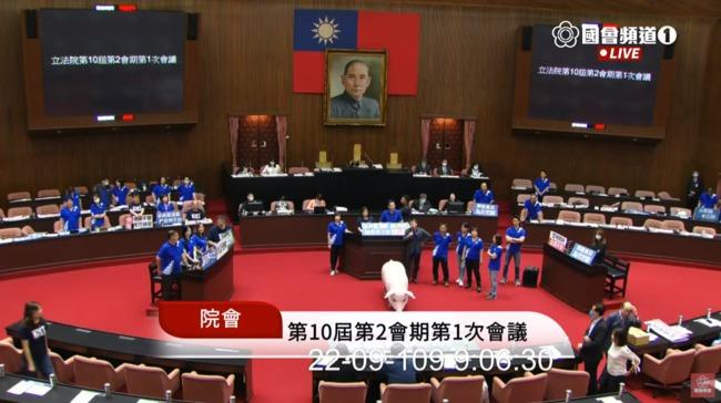 國民黨甲動占議場阻蘇揆報告 陳柏惟酸:中國巨嬰黨 | 華視新聞