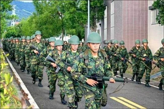 年輕人稱願上戰場 陳揮文嗆:你有當過兵嗎? | 華視新聞