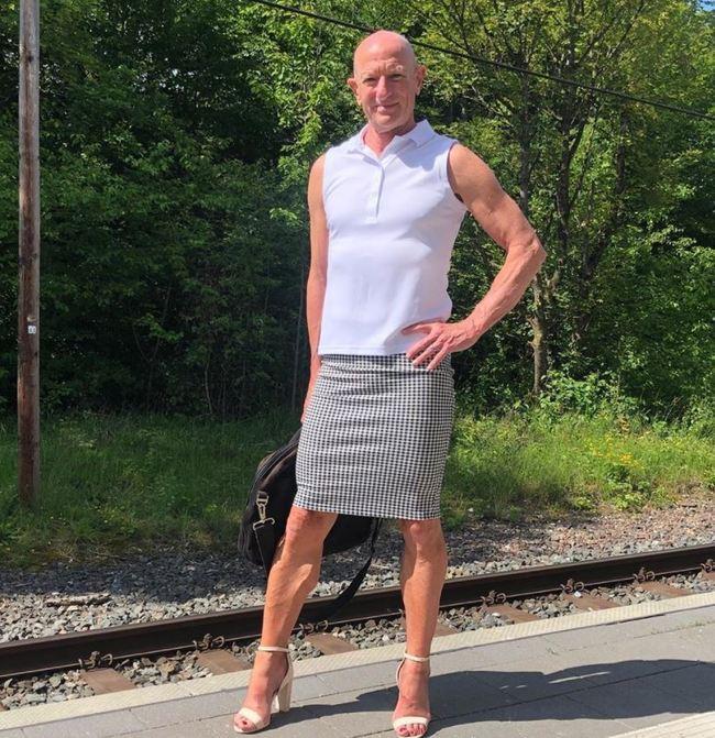 「穿窄裙高跟鞋上班」 已婚男工程師:衣服無性別之分 | 華視新聞