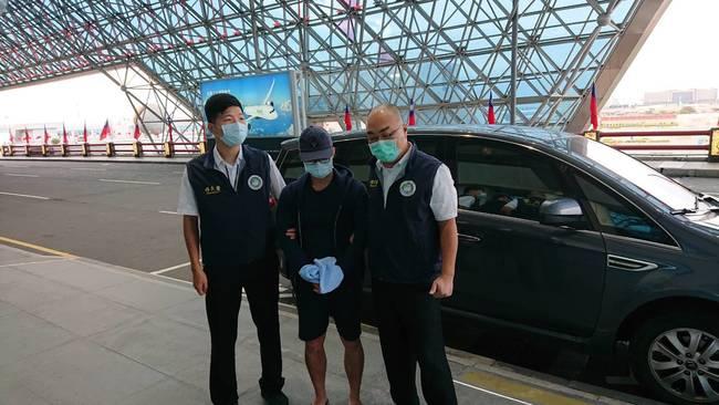 港人李彬豪在台藉徵信情蒐 移民署強制驅逐出境 | 華視新聞