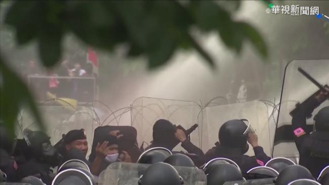 泰國辯論修憲 警民爆發激烈衝突 | 華視新聞