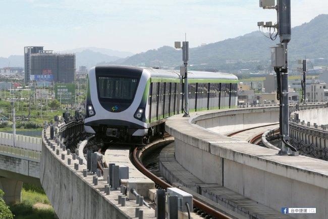 台中捷運通車 他分享試乘心得:台中一大進步! | 華視新聞