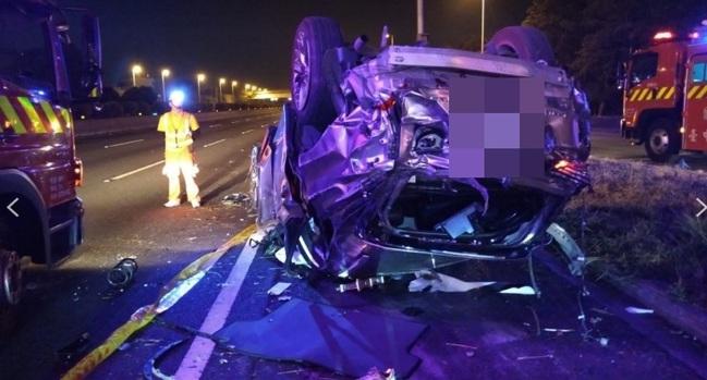 休旅車6人國道疑過彎自撞翻車 4死2傷車全毀   華視新聞