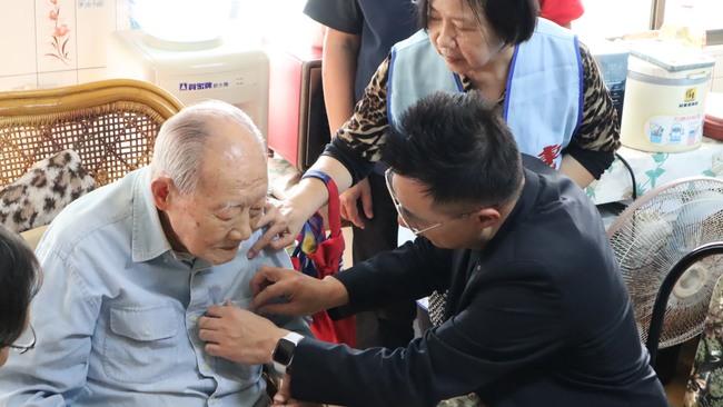 他入國民黨80年獲頒榮譽狀 江啟臣:我們沒有放棄的理由 | 華視新聞