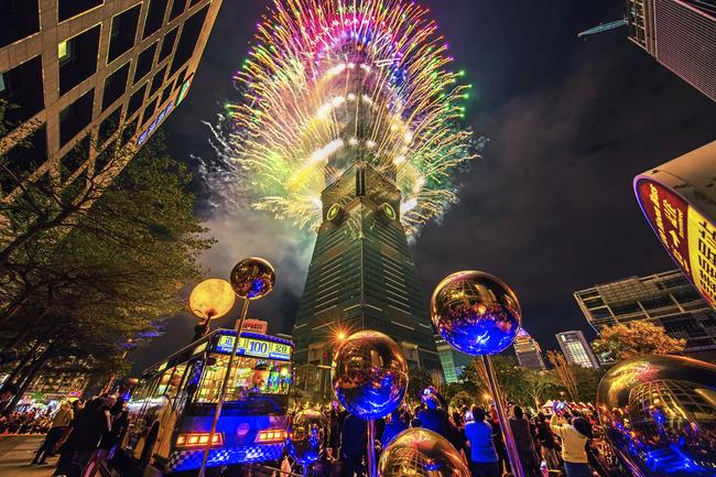 台北101跨年首創360度輪狀煙火 時長300秒四面都能看 | 華視新聞