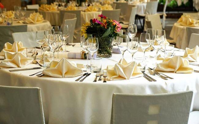 2大2小赴喜宴包2千 遭新娘嗆「再補4千人頭費」 | 華視新聞