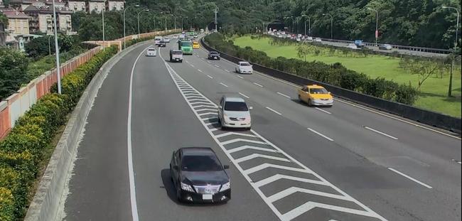 國道用路人注意 下匝道跨越槽化線最高罰6千   華視新聞