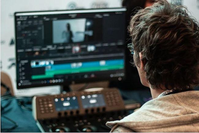 YouTuber徵全職剪輯師 薪資開24K起遭轟:貶低專業 | 華視新聞