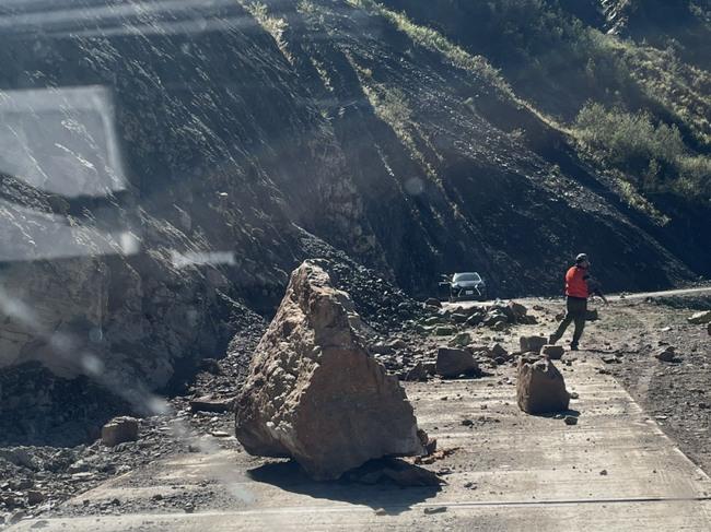 南投力行產業道路2度坍方 最大顆半輛休旅車大 | 華視新聞