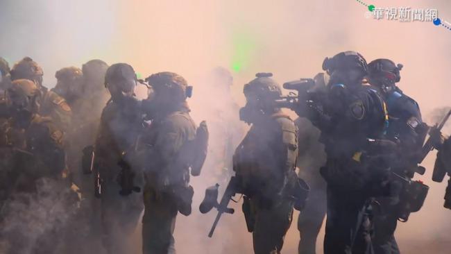 反拜登就職 波特蘭示威者砸民主黨部 | 華視新聞