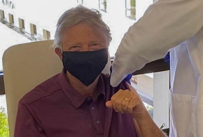 比爾蓋茲接種新冠疫苗 推特喊:我感覺棒極了! | 華視新聞