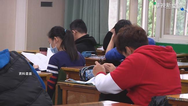 【更新】女考生學測遭「老鼠爬身」跌地尖叫 大考中心回應了 | 華視新聞