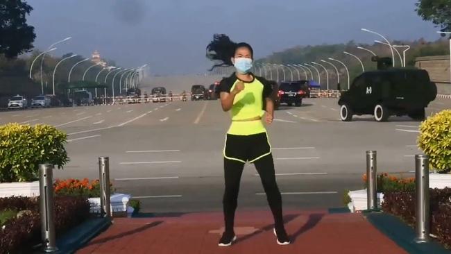 緬甸體育老師政變現場跳體操?軍車配電音影片暴紅 | 華視新聞