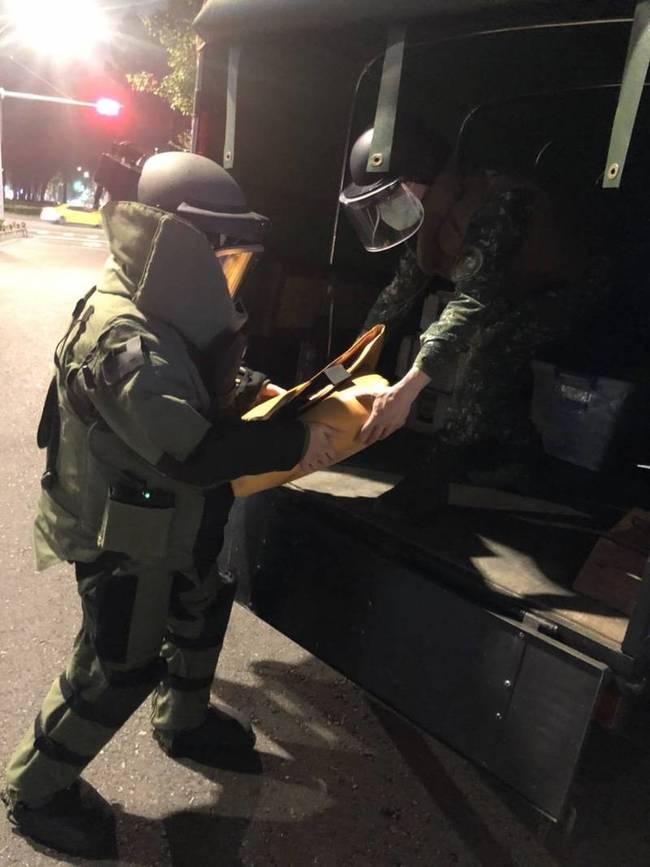 男整理回收發現未爆彈 報警後移交軍方處理 | 華視新聞