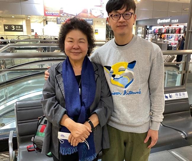 陳菊、焦糖高鐵站內「沒戴罩合照」要罰?高鐵回應了 | 華視新聞