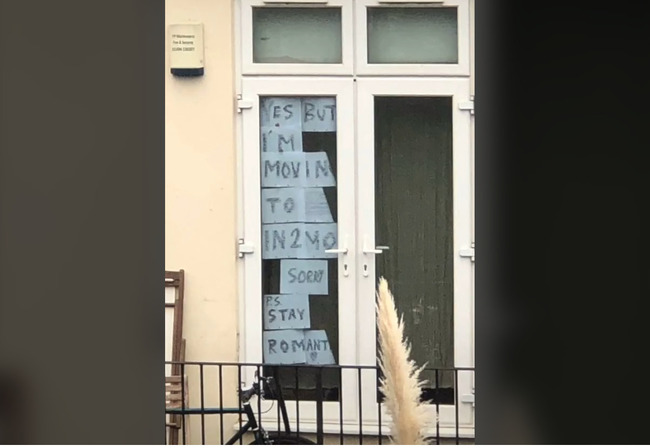封城阻不斷情路!英女窗戶貼「大字報」示愛鄰居   華視新聞