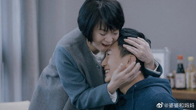 侯佩岑媽與女婿「刮痧、說愛」遭狂轟:職業小三 | 華視新聞