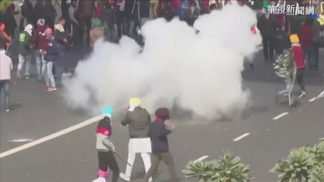 抗議農改法案 印度農民街頭爆衝突 | 華視新聞