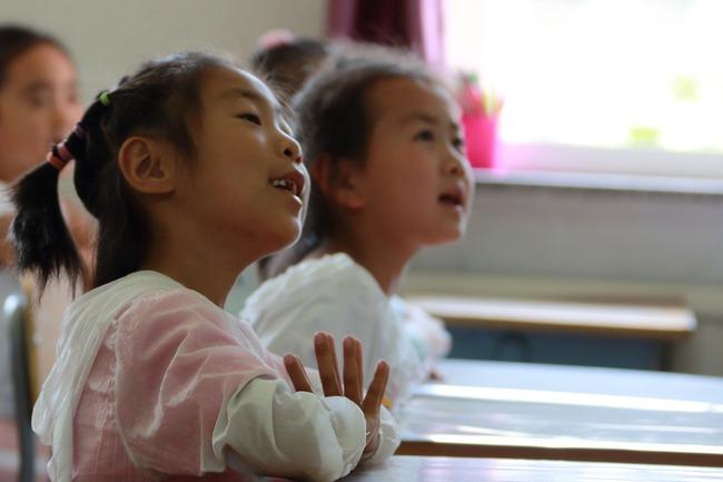 日小學禁女生體育課穿內衣 男師確認胸部發育才准穿 | 華視新聞