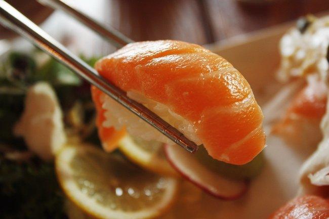 女大生「吃爆壽司郎鮭魚團」 恐怖熱量計算出爐   華視新聞