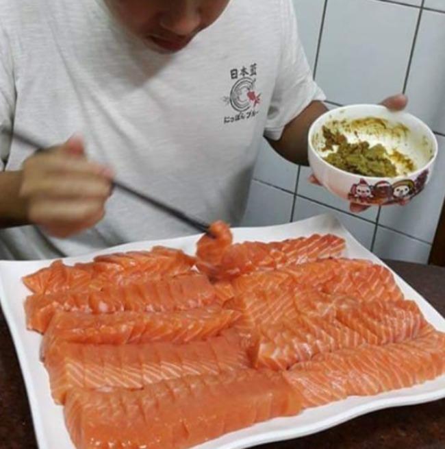 他和老婆嬉鬧聊「改名吃鮭魚」 爸媽怕爆準備一大盤   華視新聞