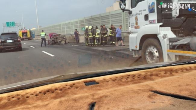 西濱混凝土車撞轎車 3人燒死車內 | 華視新聞