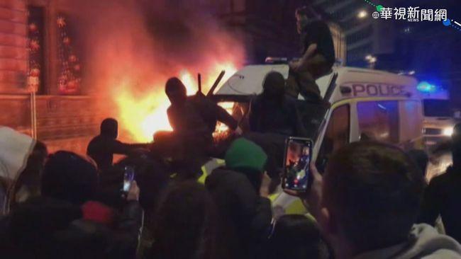 反警權擴張! 英示威群眾怒燒警車   華視新聞