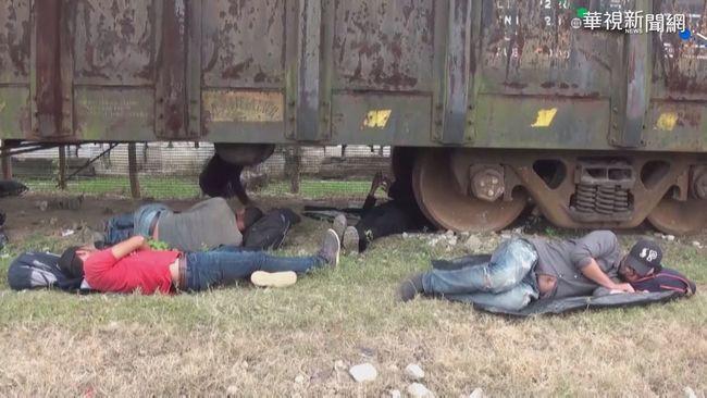 移民湧入美墨邊界 收容所簡陋席地睡 | 華視新聞