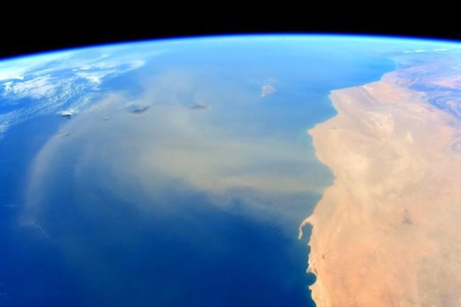 沙塵暴吹拂至大西洋 太空人曝光驚人畫面   華視新聞